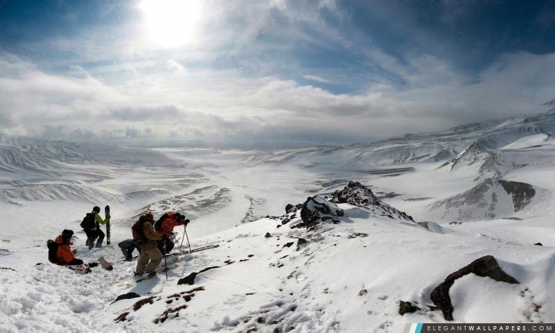 Les skieurs au sommet de la montagne, Arrière-plans HD à télécharger