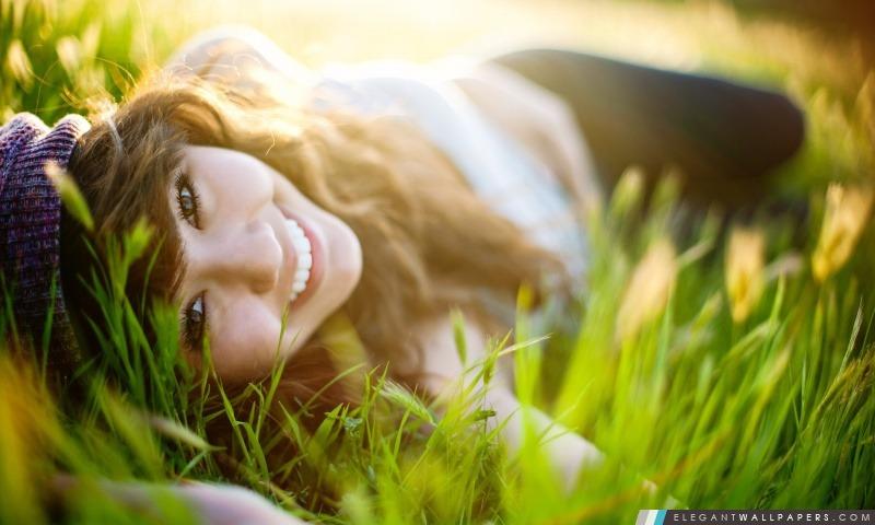 Fille couchée sur l'herbe, Arrière-plans HD à télécharger